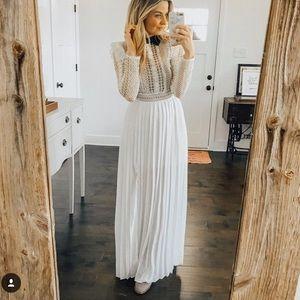 White lace collar maxi dress